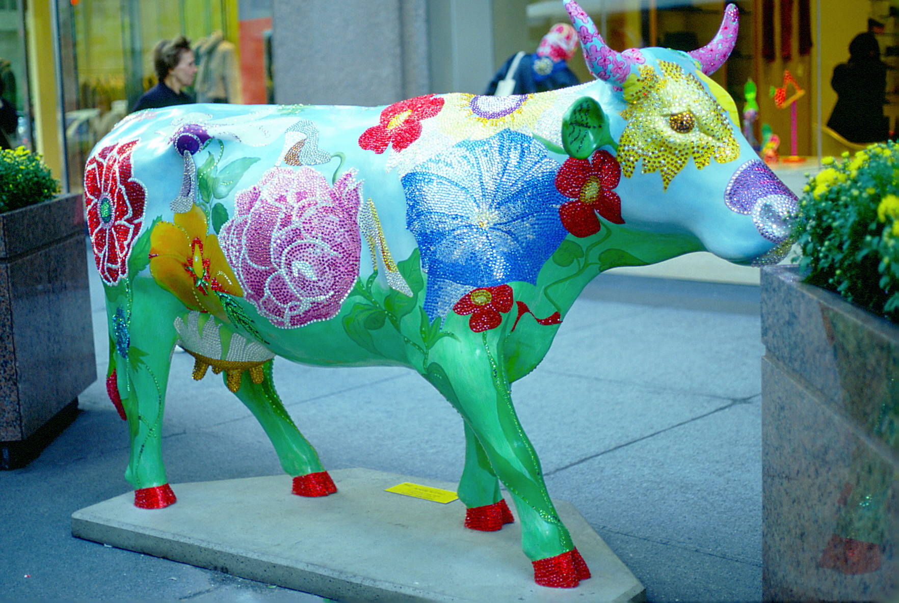 Rhinestone Cowgirl Cows on Parade Chicago Illinois Stuart Weitzman Shoe Company Linda Dolack Large Sculpture Private Collection of Jane and Stuart Weitzman